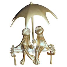 Solid Brass Sculpture of a Romantic Pair of Frogs