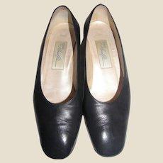 Amalfi 7.5 Classic Navy Blue Leather Low Heel Pumps