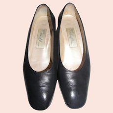 Amalfi 7.5 Classic Navy Blue Leather Low Heel Pumps
