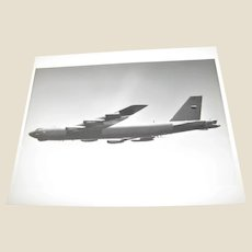 Photograph of Boeing B-52 (G) Stratofortress Strategic Bomber USAF 1980's 8x10, Excellent
