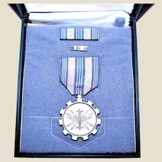 """USAF """"For Meritorious Achievement"""" Service Medal, Ribbon & Lapel Pin with Case"""