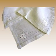 Nice Vintage Linen Embroidered & Appliqued Tea Tablecloth