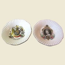 Nice Pair of Elizabeth II Silver Jubille Commenorative Plates