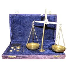 Portable Vintage Complete Set Apothecary / Jewelry Gem Brass Scale with Case, 16 Weights Grams & Fractions, Accuracy to 2mg