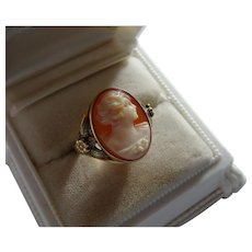 Lovely Shell Cameo 10K Gold Ring Aesthetic Decoration Fine Vintage