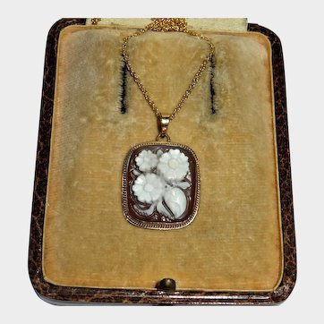 Cameo Flower 9K Yellow Gold Pendant with Chain Necklace Fine Vintage