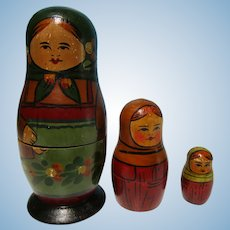 Vintage Kimport Dolls Wooden Russian Nesting Dolls