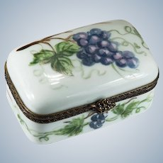 Limoges France Grapes Trinket Box Signed Peint Main 83 Grape Vine