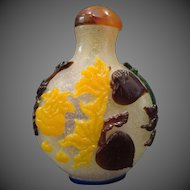 Peking cameo glass snuff bottle multicolored fruits