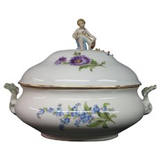 Meissen porcelain covered tureen roses flowers cupid finial