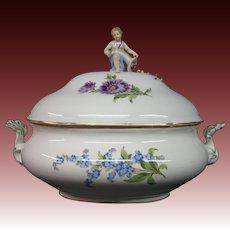 Meissen porcelain covered tureen roses flowers cupid finial