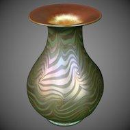 Durand green gold iridescent king tut art glass vase signed