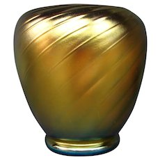 Steuben gold aurene swirl art glass vase form 6031 signed