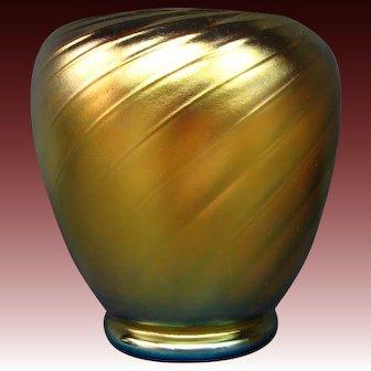 Steuben gold aurene swirl art glass vase form 6031 signed