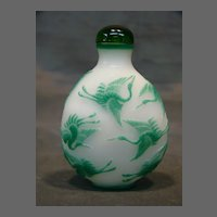 Peking cameo glass snuff bottle jade alabaster storks cranes in flight