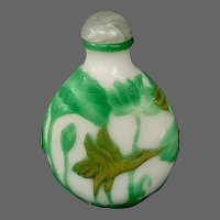 Peking cameo glass jade and chartreuse green storks herons snuff bottle