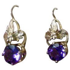 Elegant Drop Earrings from the Victorian Era 14K Yellow Gold with Amethysts
