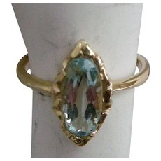 Precious Vintage 1940s Ring Aquamarine Set in Yellow  Gold