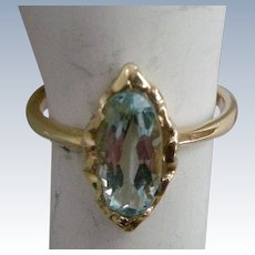 Precious Vintage 1940s Ring Aquamarine Set in Yellow  Gold