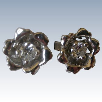 Charming Earrings 10K White Gold Flowers with Diamond in Center