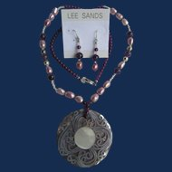 Vintage Lee Sands MOP, Dyed Freshwater Cultured Pearls, Garnet Resin Pendant Necklace and Matching Earrings