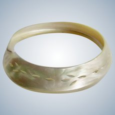 Vintage Carved Mother of Pearl Whole Shell Slice Bangle