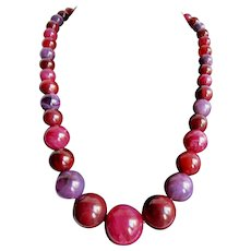 Vintage Marbled Red, Pink and Purple Graduated Lucite Necklace