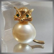 Vintage Fat Cat Brooch. Marvella. Faux Pearl Belly. Rhinestone Eyes. Kitten Pin.