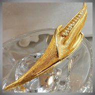Vintage Pearl Brooch. Cornstalk. Seed Pearls. Textured Gold Tone Corn Pin. Long.