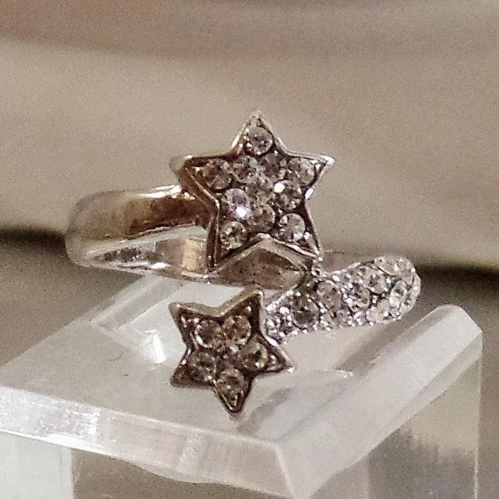 Vintage Rhinestone Star Ring. Silver Plated. Shooting Star Bypass Ring.
