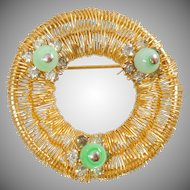 Vintage Weiss Gold Wire Wreath Brooch. Weiss Green Art Glass Rhinestone Pin.