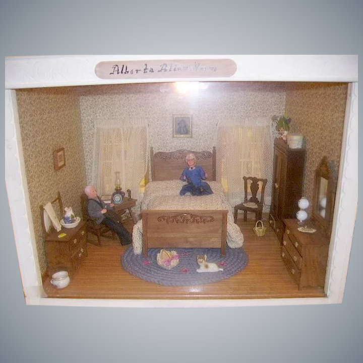 Vintage Doll Room Box Miniature Dollhouse Diorama Victorian Style Bedroom  with Dolls