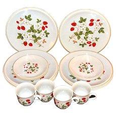 """Sheffield """"Strawberries n' Cream"""" 16-Pc Ceramic Dinnerware Set"""