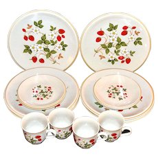 "Sheffield ""Strawberries n' Cream"" 16-Pc Ceramic Dinnerware Set"