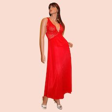 1970s Barbizon ~ Lipstick Red Chiffon & Lace Nightgown & Peignoir Set