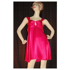 1980s Barbizon ~ Hot Pink Keyhole Nightgown