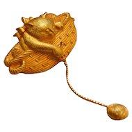 Jonette Jewelry ~ Cat in Basket w/ Ball of Yarn Goldtone Brooch/Pi