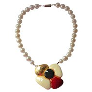 1960s Bold Enamel Flower & Faux White Pearl Necklace