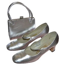 1960s Fascinators Silver Lame Rhinestone Buckle Mary Jane Shoes & Matching Purse ~ Size 7.5M