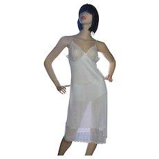 1970s Vassarette White Nylon & Wide Flower Lace Full Slip ~ Size 36