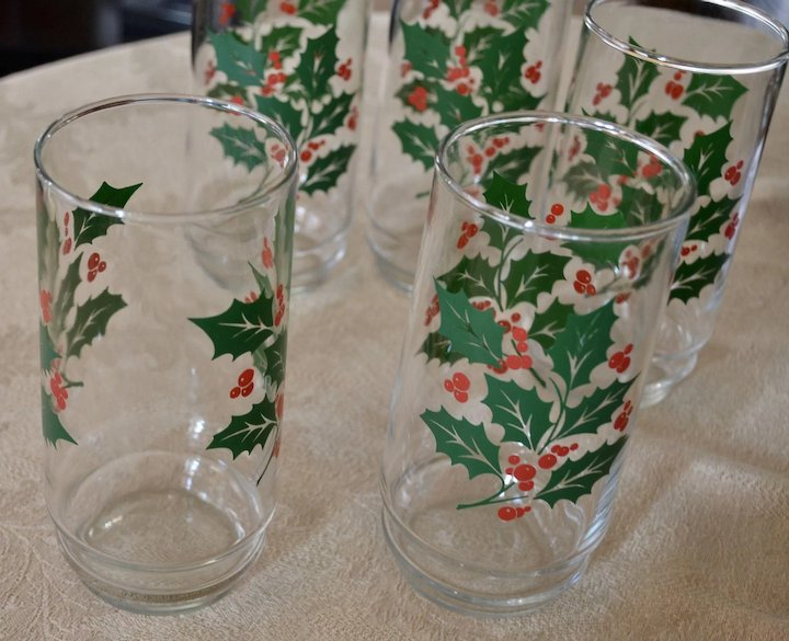 festive set of 5 christmas holly berry drinking glass tumblers - Christmas Drinking Glasses