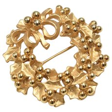 Goldtone Holly Wreath w/ Berries & Bow Pin/Brooch
