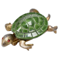 Signed Jonette Jewelry Green Enamel Goldtone Turtle Pin/Brooch w/ Red Rhinestone Eyes