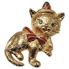 c1960s Feliz Navidad Red Enamel Christmas Kitty Cat w/ Green Rhinestone Eyes, Sombrero & Bow Brooch/Pin