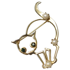 Genuine White Pearl Arched Back Cat w/ Emerald Green Glass Rhinestone Eyes Goldtone Pin/Brooch