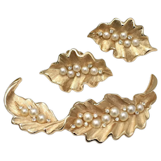 Trifari Signed Simulated White Pearl Gold-tone Leaf Demi-Parure Brooch/Pin & Earring Set