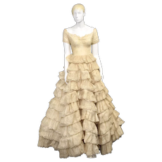 c1953 Dorothy Davis Design Ruffled 10-Layer Ecru Embroidered Eyelet Lace Fabric Wedding Dress / Gown