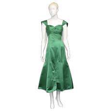 c1960s Montaldo's Emerald Green Taffeta Ruched Bodice, Sweetheart Neckline & Flirty Pleated Skirt Formal Gown / Dress