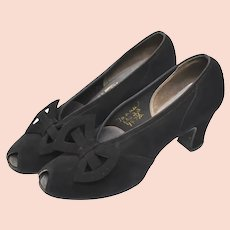 c1940s Retro Era Mooney & Gilbert NYC Designer Genuine Black Suede Leather Peep Toe Bow Women's Heels Pumps - Size 7AAAA
