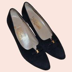 Salvatore Ferragamo Designer Black Suede Leather Bow Classic Pumps / Heels